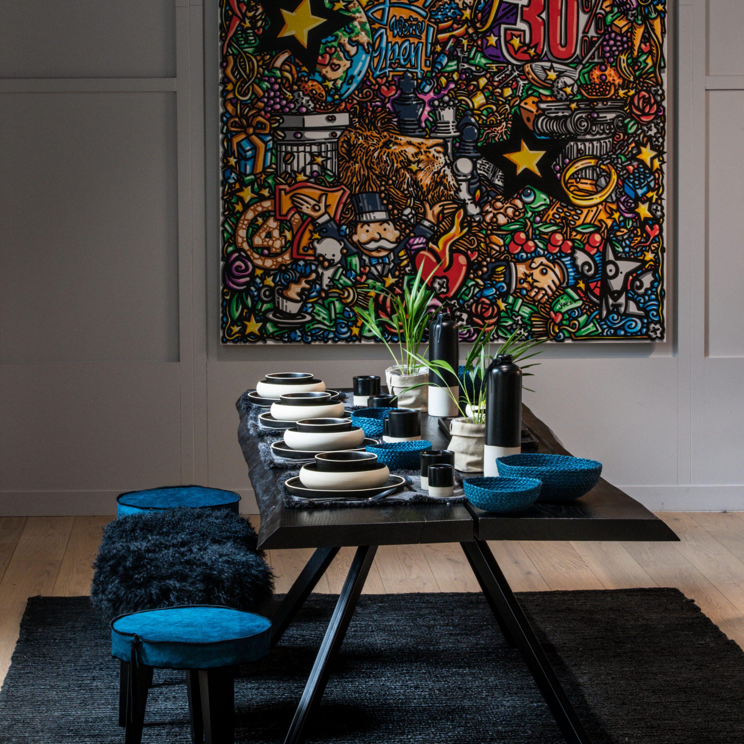 salle à manger bleu et noir