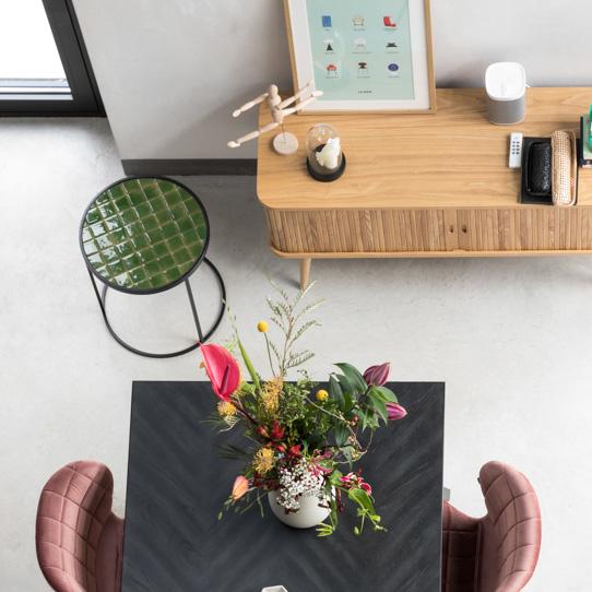 salle à manger zuiver et son meuble en bois